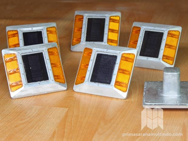 Paku Marka Jalan Solar Cell – 6 Lampu
