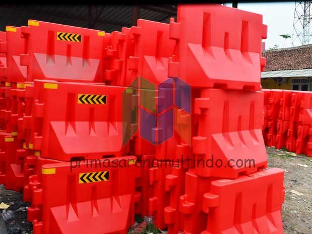 Pabrik Water Barrier